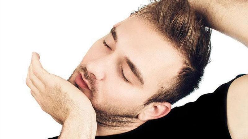 Es un hábito que muchas personas tienen y lo hacen para sentir alivio, sin embargo, puede causar un derrame cerebral.