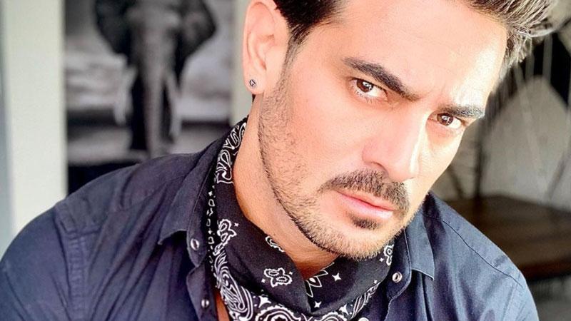 Ricardo Franco reaparece con el alma rota, tras muerte de sus papás