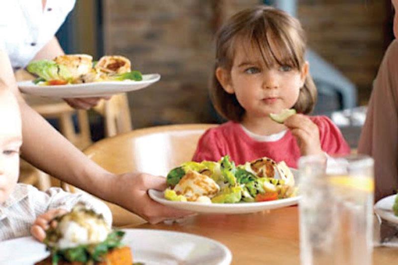 Los modelos de belleza la empujan a desear un cuerpo imposible y a la larga puede desarrollar problemas de anorexia y bulimia, que repercuten en su desarrollo infantil.