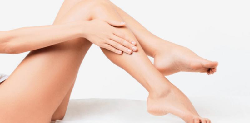 Manteca de karité: Hidrata a profundidad la dermis, manteniéndola flexible y sana.