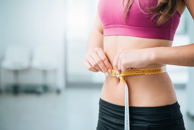 Haz tres comidas principales al día y dos snacks de 150 calorías, para mantener el metabolismo activo durante el día.