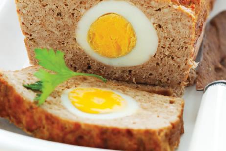 Te recomendamos no utilizar pan molido para aglutinar la mezcla, este puede hacer que al hornearse se seque ya que, absorberá los jugos que la carne suelte.