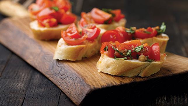 Bruschetta es el nombre que recibe un plato originario de la cocina italiana, concretamente de parte de Italia central.