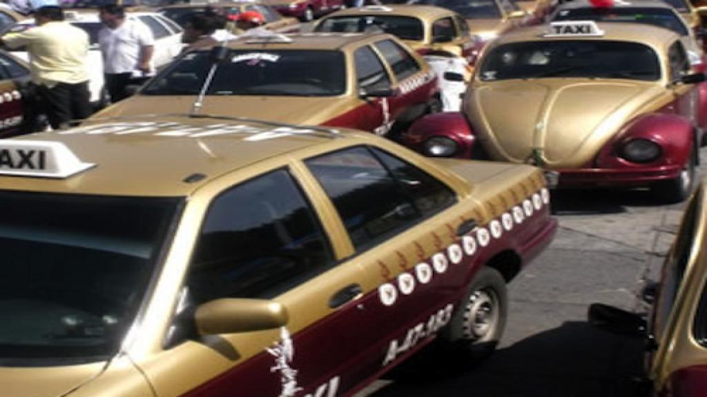Los taxistas esperan que el gobierno capitalino cumpla con sus promesas. Foto: Especial