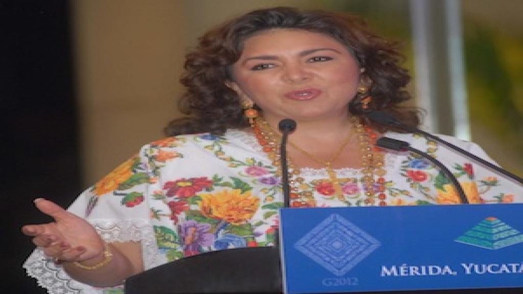 La gobernadora Ivonne Ortega es señalada por su actuar en favor del PRI.