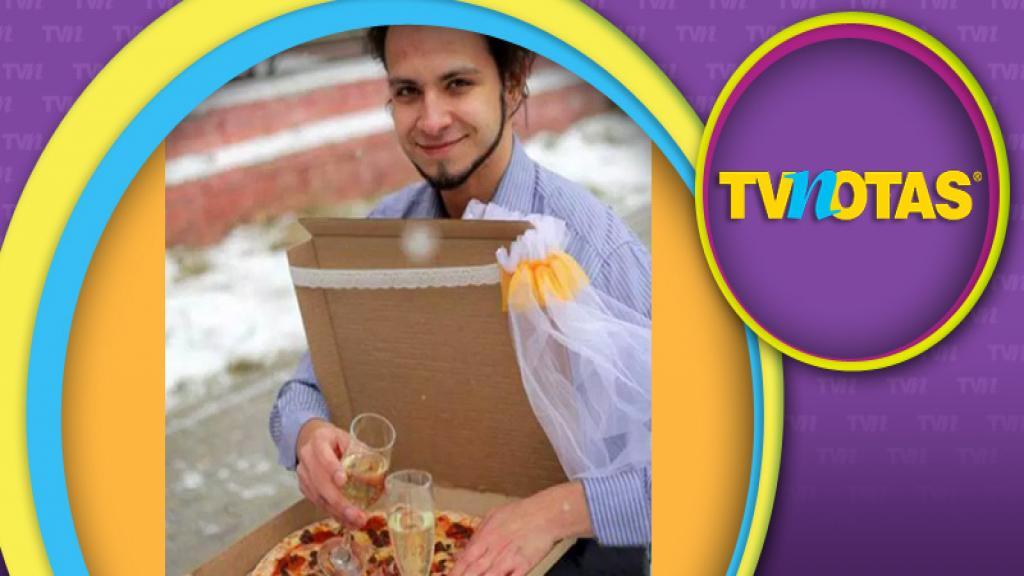 Joven ruso, al no encontrar novia, se casa con una pizza.