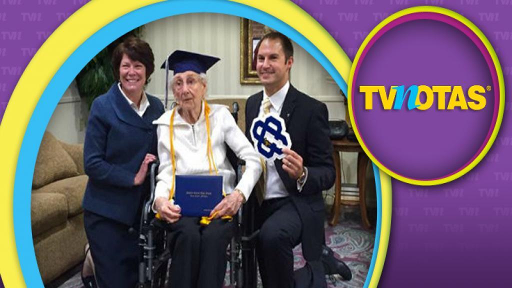 Mujer de 97 años logra graduarse de la preparatoria.