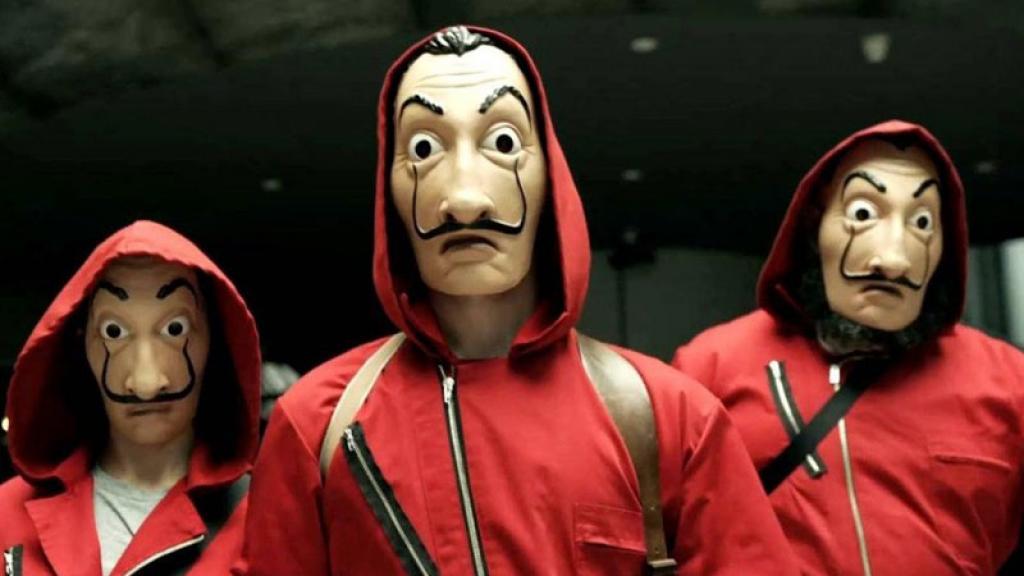 """Asaltantes usan las máscaras de la serie """"La Casa de Papel"""""""