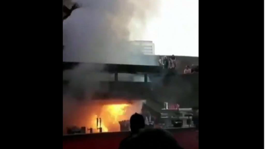 Se prende en llamas puesto de comida del Auditorio Nacional