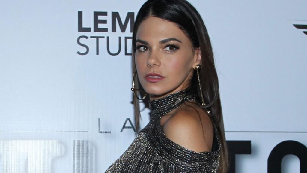 """La actriz se presentó en la conferencia de prensa de la película """"Infelices para siempre""""."""