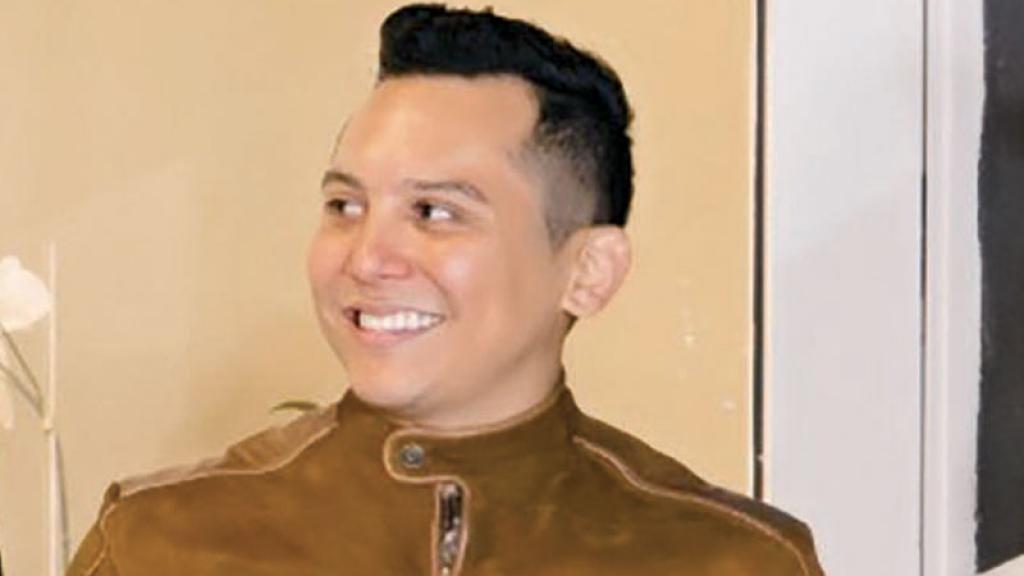 Después de que la señora Becky Colombiani desenmascaró a su hija, el vocalista de LaTrakalosa así reaccionó.