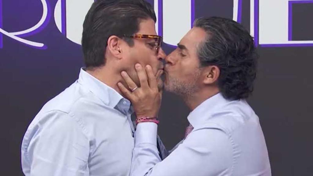 Raúl Araiza besó al Burro en la boca.