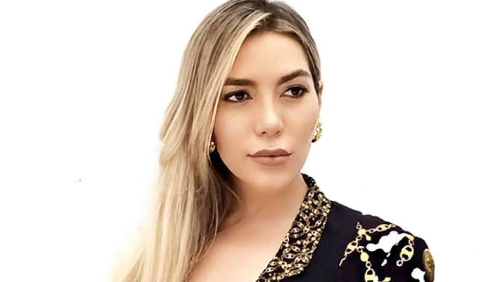 """¡Sí está fichada en EU!... Frida Sofíafue detenida en Miami por retener aun hombre en su casa: """"Ella lo encerróporque el tipo la amenazó con hacerpúblico un video donde aparecíanteniendo... ¡relaciones sexuales!"""""""