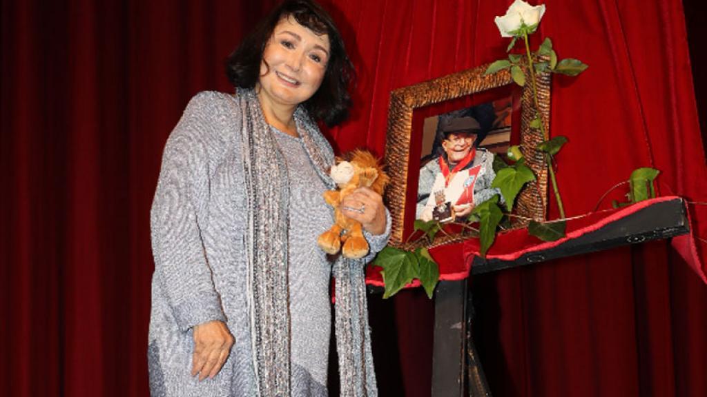 María Antonieta de las Nieves 'Chilindrina' dio conferencia con las cenizas de su esposo