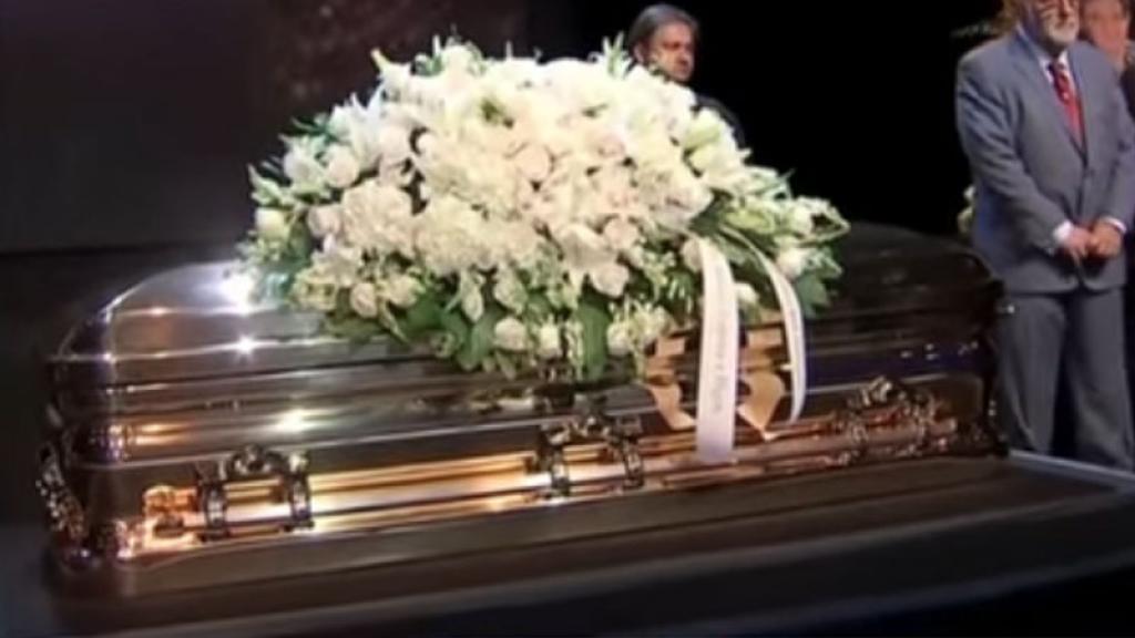 Se dio a conocer que los restos de José José,nunca estuvieron dentro del féretro como hicieron creer.
