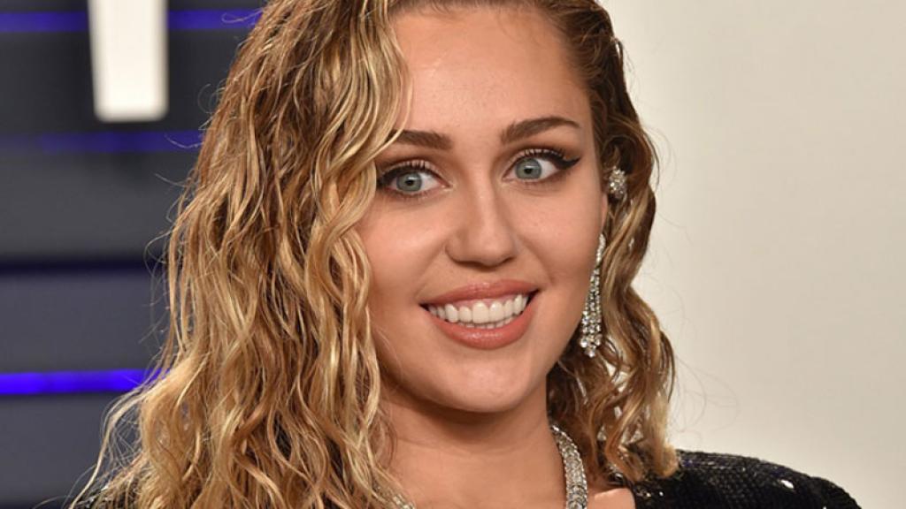 La cantante Miley Cyrus fue hospitalizada de emergencia y compartió el momento en Instagram.
