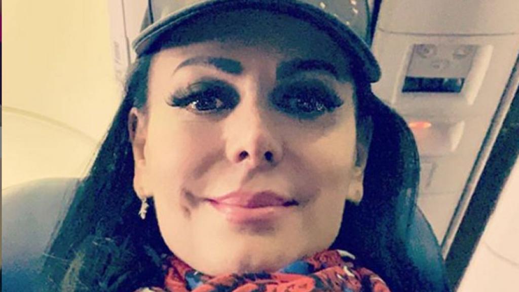 Maribel Guardia en encarnada tanguita 'levanta a cualquier muerto'