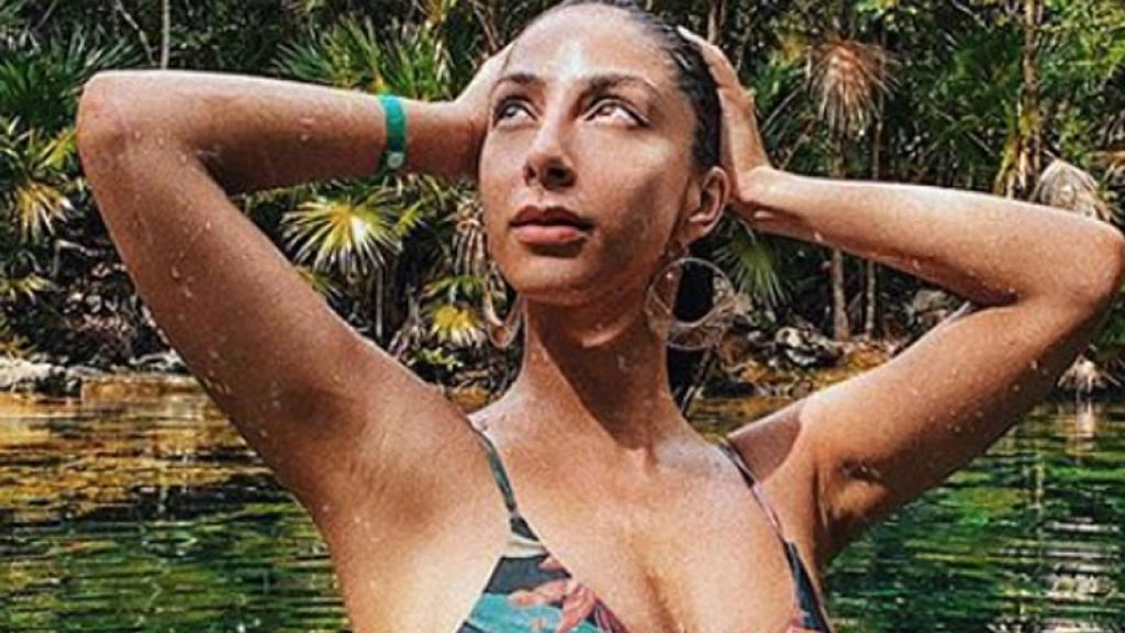 La actriz posó desde un cenote con esta pequeñísima prenda que le cubrió solo lo necesario