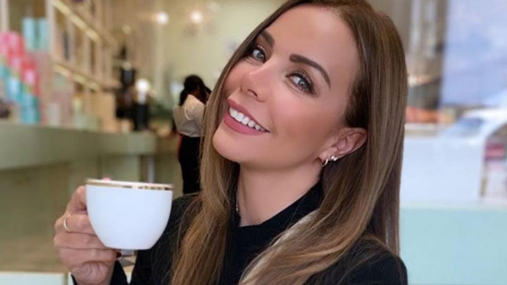 La actriz deleitó a sus seguidores con una sexy fotografía en la que muestra que tiene las medidas per-fec-tas.