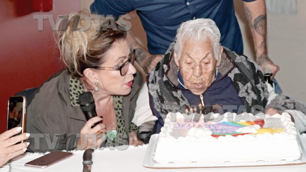 Thalía no pudo llegar al festejo pero le cantó 'Las Mañanitas' por videollamada.