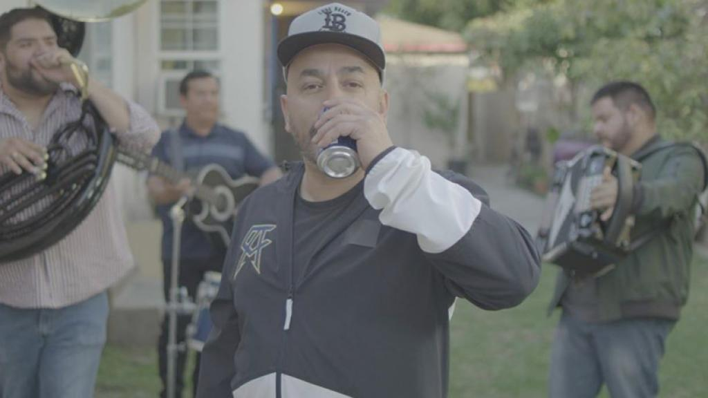 Lupillo Rivera se deja ver aparentemente borracho