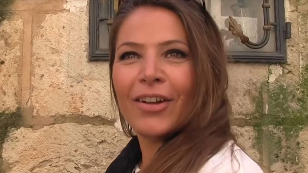 Mujer cpmpra casa en Italia