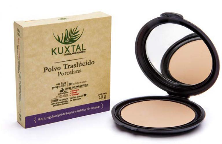 Los polvos traslúcidos Kuxtal son aptos para todo tipo de piel, incluso la sensible, gracias a su mezcla única de polvo de arroz, maíz y cacao, que nutren y aportan antioxidantes para una adecuada respiración de tus poros.