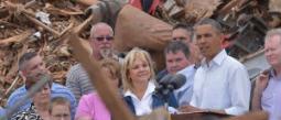 El presidente Barack Obama acudió a la zona de desastre y ofreció su ayuda.