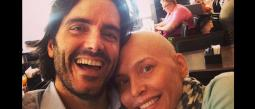 Ernesto Calzadilla esposo de la actriz, estuvo con ella en todo momento.