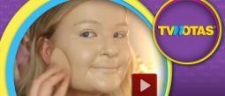 Vlogger demuestra los peligros de untarse 100 capas de maquillaje.