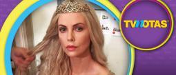 Hijo de Charlize Theron causa polémica por disfrazarse de princesa.