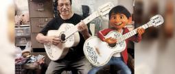 Guitarras de Coco dan de comer a todo un pueblo michoacano y te presentamos al creador