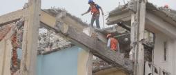 Albañiles celebran su día entre el desempleo y los riesgos