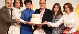 Pedro Sola, Jimena Pérez, Pati Chapoy, Daniel Bisogno, Linet Puente y Mónica Castañeda celebraron con un pastel su aniversario 23.