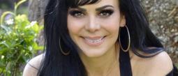 Maribel Guardia celebra 3 millones de seguidores con bikinazo
