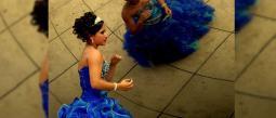 Chico gay cumple su sueño de festejar sus XV con vestido y chambelanes
