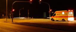 Detienen a 'paramédicos' por violar a una mujer dentro de una ambulancia.