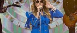 ¡Paulina Rubio canta cínicamente con 'playback' en Pequeños Gigantes!