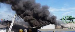 Reportan incendio en fábrica de llantas en El Chemizal, Ecatepec