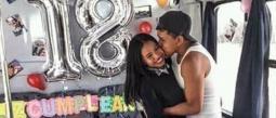 Se viralizaron unas imágenes de una pareja muy feliz, celebrando el cumpleaños número 18 de ella.