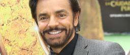 Eugenio Derbez se proclama a favor de amamantar a los bebés
