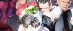 Fan de Alejandro Fernández describe que abrazarlo fue lo mejor de su vida