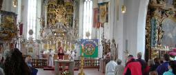Pastor sacrifica a chiva en plena misa y luego se disculpa