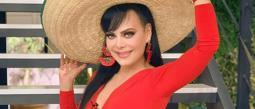 Maribel Guardia festeja 4 millones de seguidores en microscópica tanga