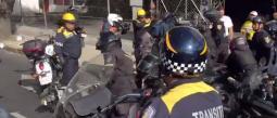 Debido al cierre de calles, motociclistas y policías de la CDMX, pelearon en plena caravana.