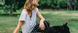 Mujer obtiene inc4pacidad laboral para cuidar a su mascota enf3rma