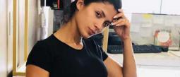 Kimberly Flores se mantiene en el ojo del huracán.