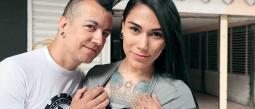 El músico de 43 años y la maquillista de 29, iniciaron su relación enfebrero de 2019
