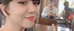 Jovencita va a su cita de Tinder acompañada de su papá