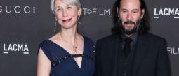 Novia de Keanu Reeves revela por qué no se tiñe las canas